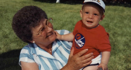 oma and grandchild