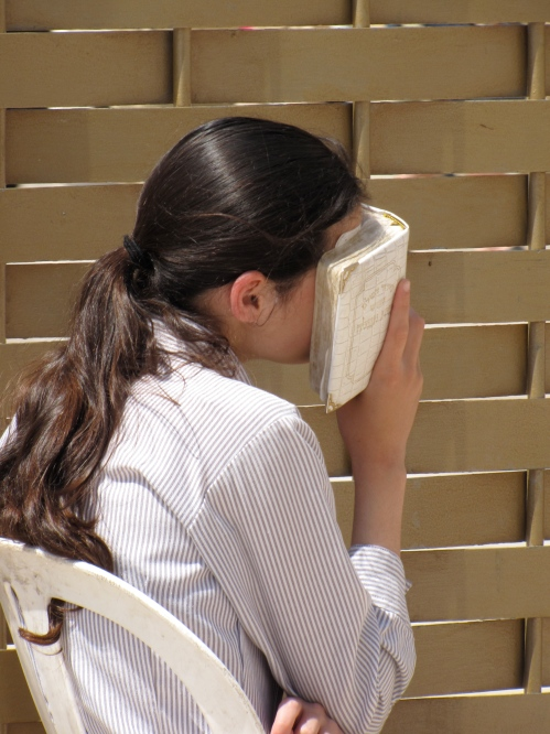 woman praying at the wailing wall in jerusalem