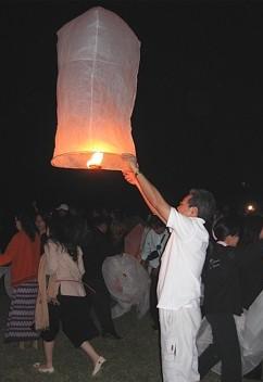 releasing a lantern during loy krathong festival in thailand