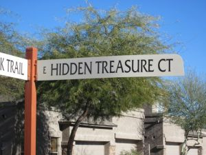 hidden treasure court street sign gold canyon arizona