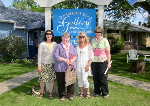 WIth my friends at the Mermaids Kiss Gallery in Gimli