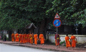 monks begging in luang prabang