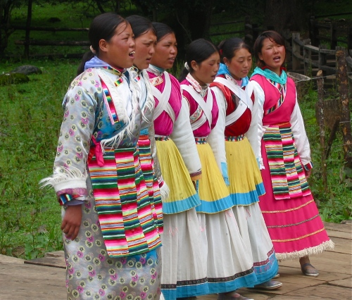 naxi singers and dancer
