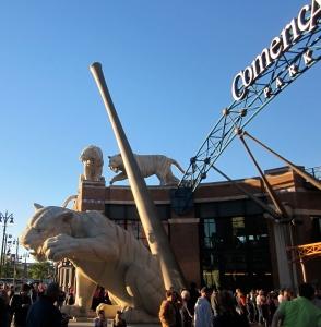 tiger statue comerica park