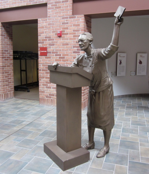 dorothy day statue