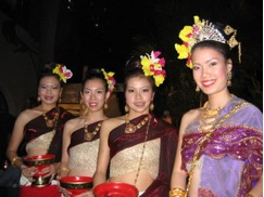 Performers at the Loy Krathong show