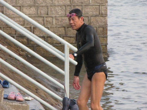 swimmer leaving tolo harbor