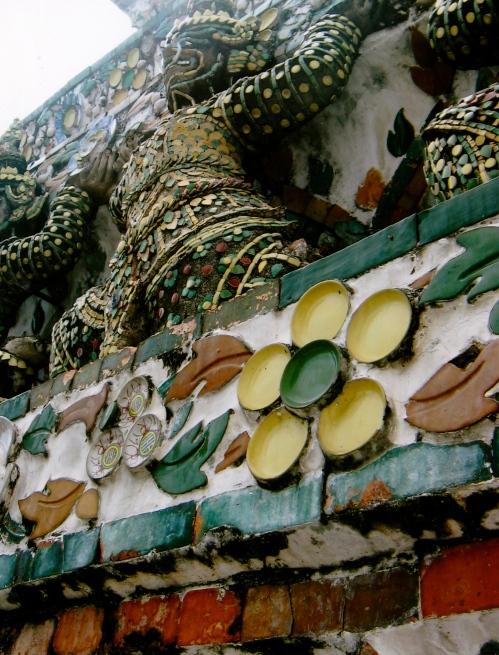 temple of dawn bangkok detail