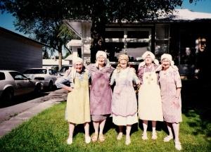 aunts in grandmas aprons