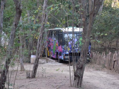 psychedelic-bus-tamarindo-costa-rica