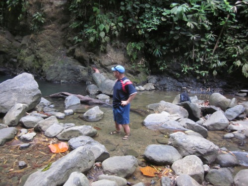 hiking-down-to-the-waterfall