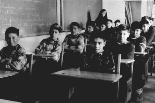 Residential school classroom in Ontario in 1945