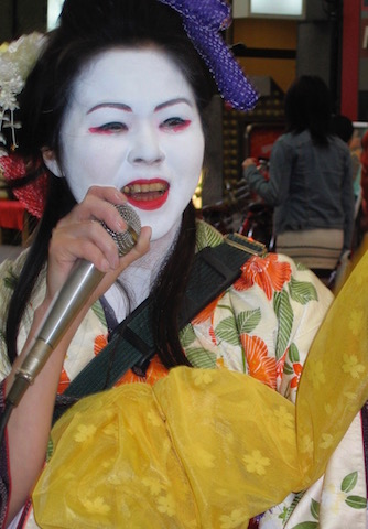 hiroshima street entertainer