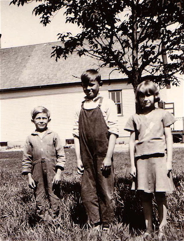 Aunt Vi with two of her schoolmates