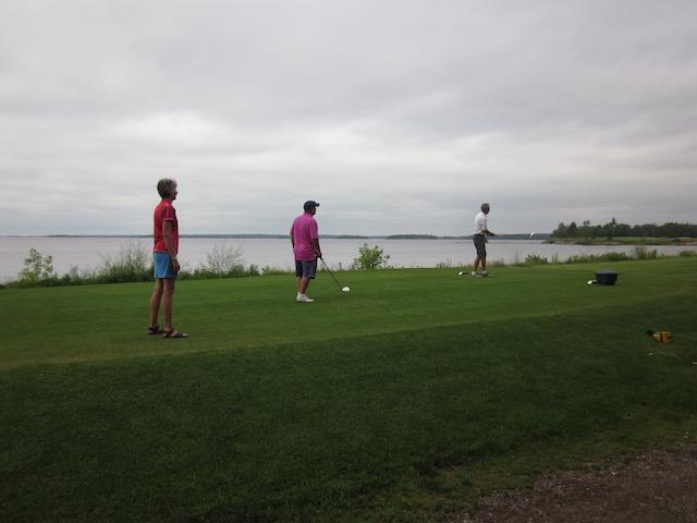 golfing in Lac du Bonnet