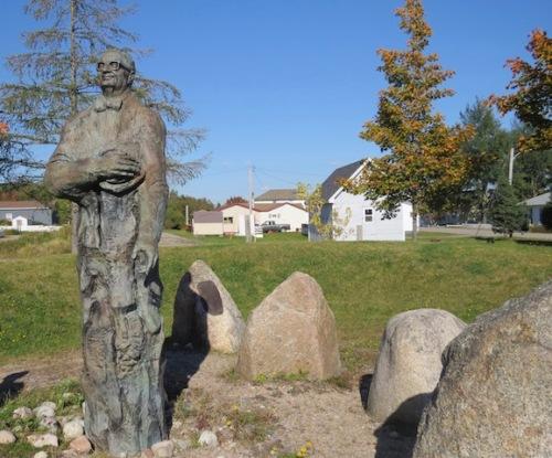 joey-smallwood-statue