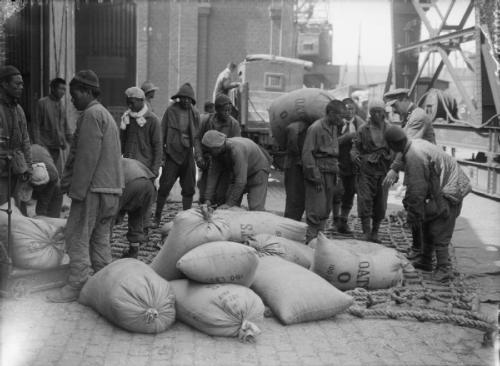 chinese workers stacking oats at Boulogne France supervised by a British officer 1917 public domain