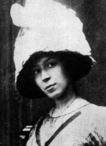Marie_Laurencin,_c.1912,_Paris